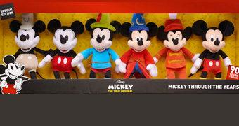 Coleção Mickey Mouse de Pelúcia ao Longo de 90 Anos