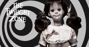 Boneca Falante Talking Tina da Série Clássica Além da imaginação (The Twilight Zone) – Réplica Perfeita em Escala 1:1