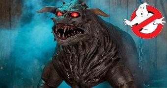 Terror Dog, o Cão Demoníaco de Os Caça-Fantasmas em Tamanho Real com Olhos que Brilham