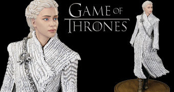 Estátua Daenerys Targaryen Premium Figure Dark Horse com Casaco de Pele (Game of Thrones)