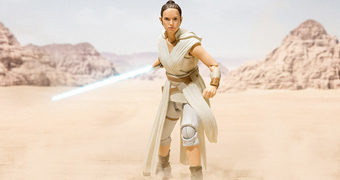 "Rey & D-O S.H. Figuarts Star Wars: A Ascensão Skywalker – Action Figure ""State of the Art"" da Bandai Tamashii"