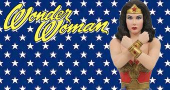 Estátua Lynda Carter Wonder Woman Diamond Gallery Diorama da Série Clássica Mulher-Maravilha