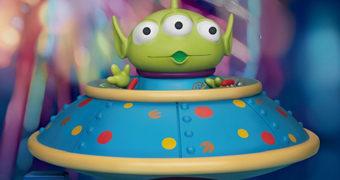 Alien de Três Olhos Master Craft no Disco Voador – Estátua de Luxo Toy Story da Beast Kingdom