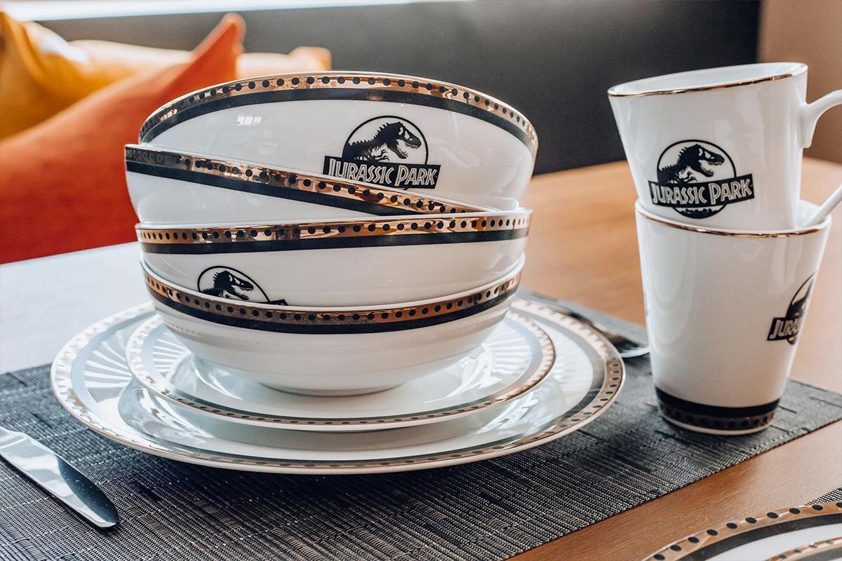 Conjunto de Pratos Jurassic Park Logo Dinnerware Replica
