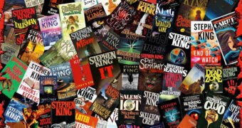 """Quebra-Cabeça """"King of Horror"""" com os Livros de Stephen King e 1.000 Peças"""